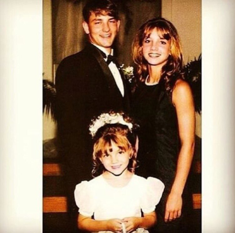 Happy birthday to my baby sister @jamielynnspears ������ she's an angel!! https://t.co/w6GR0aiSrR