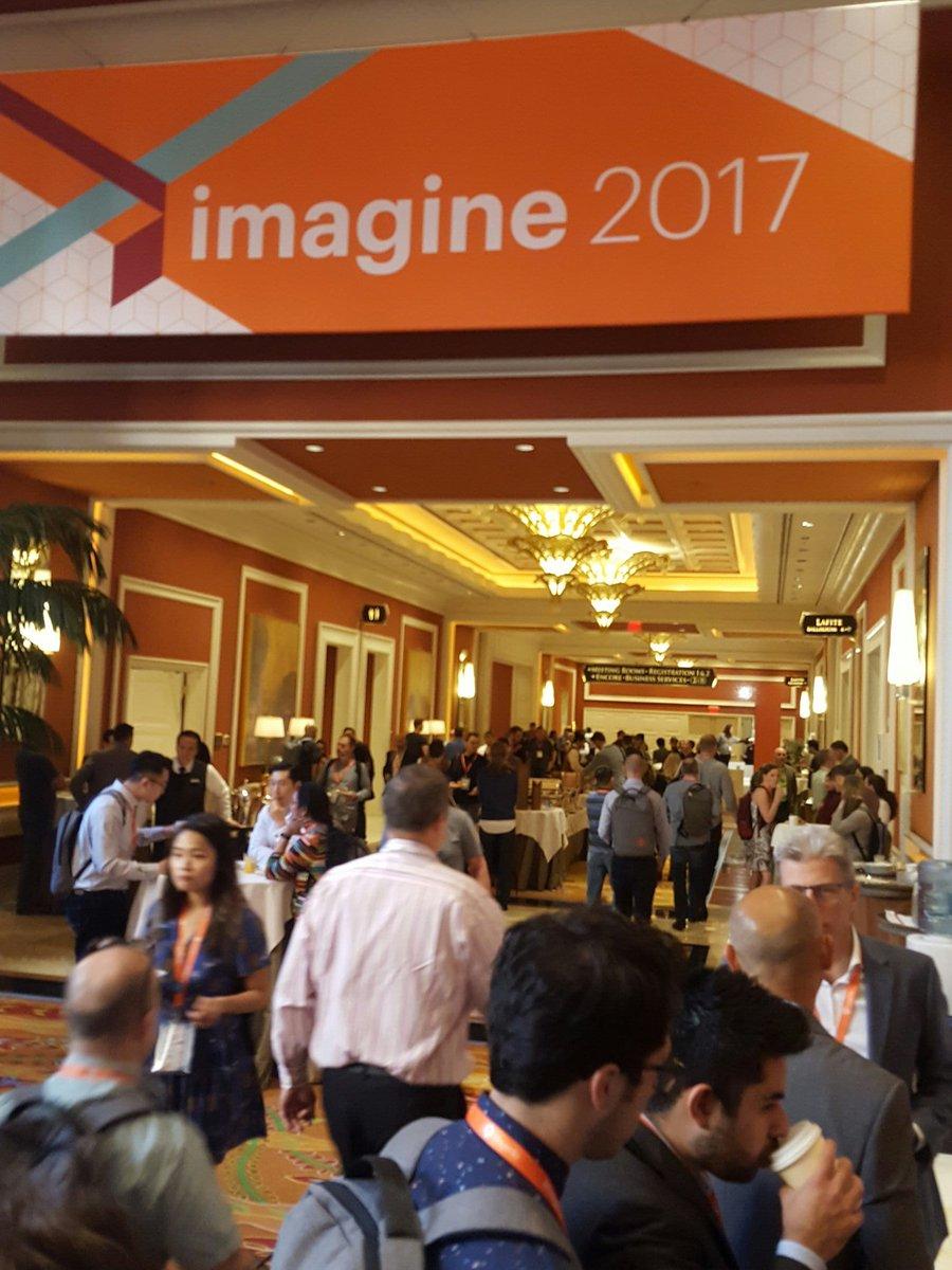D_n_D: [Magento imagine] Début du deuxième jour du #Magentoimagine avec la keynote d'ouverture #Magento https://t.co/ZWHG3XY6Bp