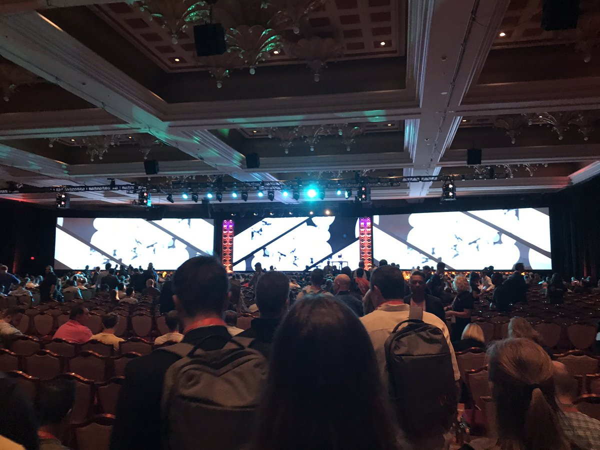 iancassidyweb: #magentoimagine general session is about to get started. #magento #magento2 https://t.co/t0B8DjV1dD
