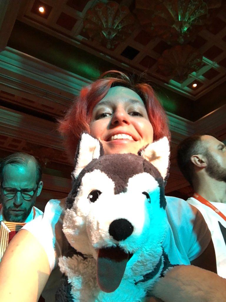 molme: 1 minute before #MagentoImagine keynote 1 #SnowdogTour https://t.co/a2d8UlbRON