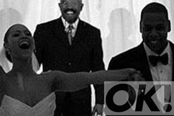 So cute! @Beyonce reveals rare wedding day pic to celebrate her NINTH anniversary with Jay-Z