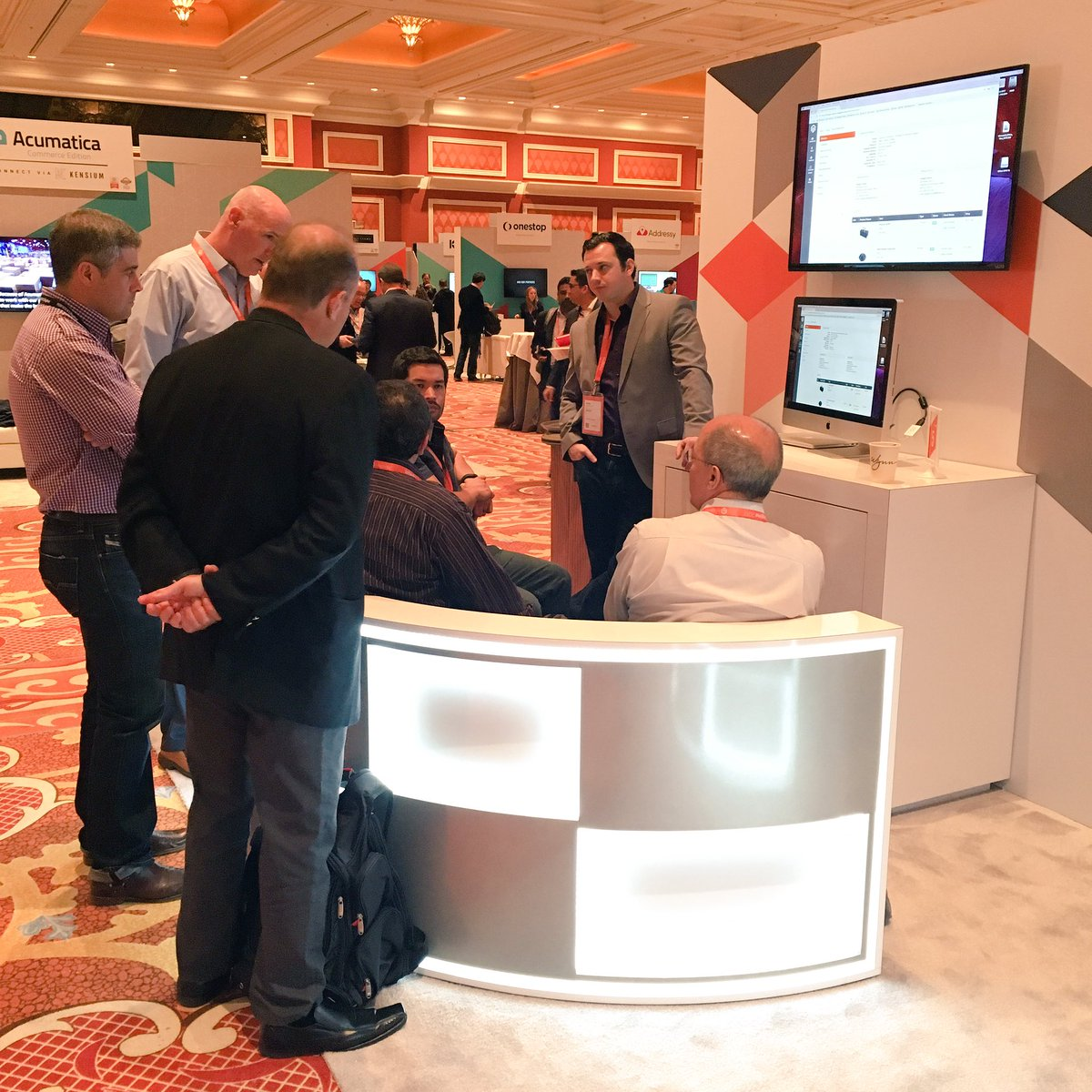 mmiller75: Lots of activity and deep product conversations happening at the @magento booth! #Magentoimagine https://t.co/XzD9PIu6zC