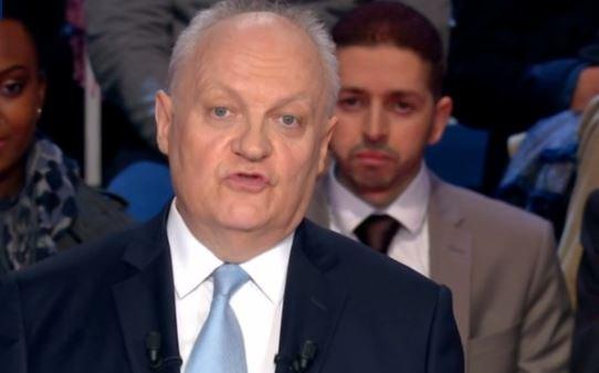 .@UPR_Asselineau : 'La #France donne chaque année 23 milliards d'€ à l'#UE et n'en reçoit que 14' https://t.co/6GBZNAOtOJ #LeGrandDebat