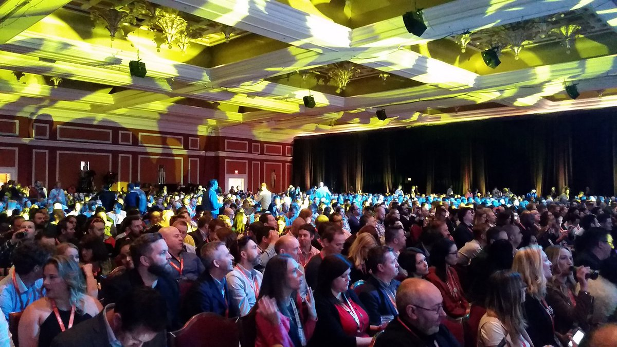 Tryzens: Apparently a lot of people are keen to hear Serena speak.... kudos if you can find a spare seat..... #MagentoImagine https://t.co/7yAhBRwUXV