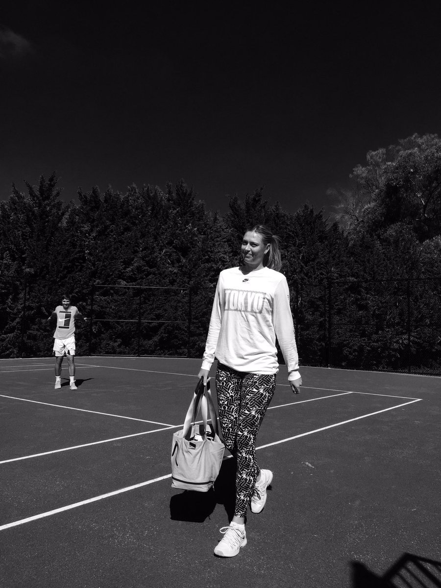 Something about walking on court today for two sessions felt different! That face ???????? 22 more days!!! https://t.co/P0xuOyVy1p
