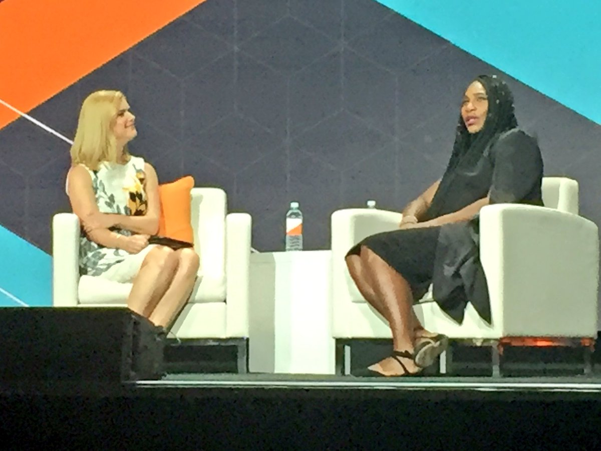 annhud: Serena and Andrea have a good chat at #MagentoImagine @awatpa @serenawilliams #GOAT https://t.co/zLGO9pNRJE