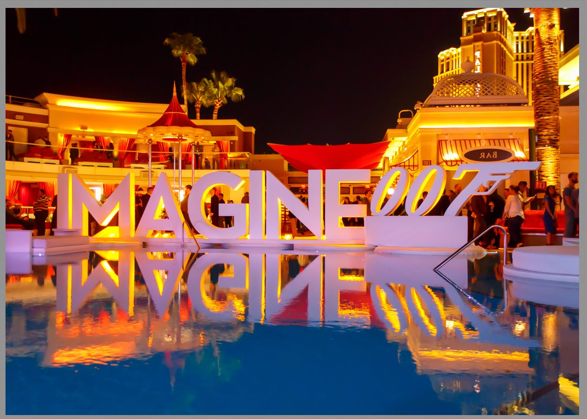 BoulderJeff: Legendary Party at #MagentoImagine @Magento w/ @CustomerParadigm  (photo was flipped horizontally) https://t.co/Aq5tKtEwma
