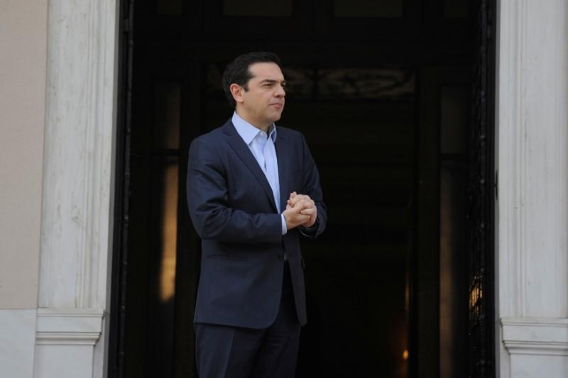EU, Greece urge deal on bailout review on Friday