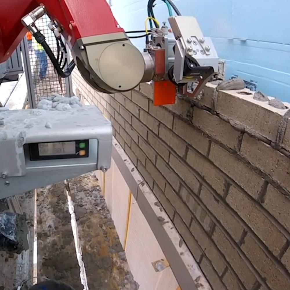 RT @ValaAfshar: Robotic bricklayer builds houses 3x faster than humans @sai https://t.co/u7KmJrpnve