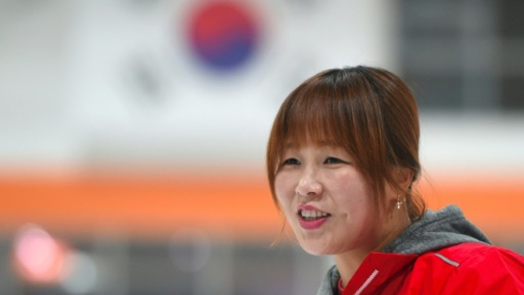 Defector ice hockey star torn ahead of Korean face off