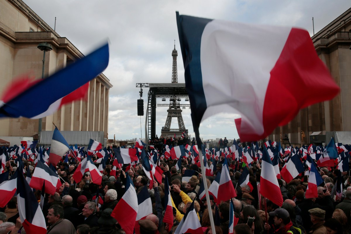 Par crainte du «nationalisme», le CSA ne veut plus de drapeaux tricolores dans les clips de campagne https://t.co/W9UUO0tDO8