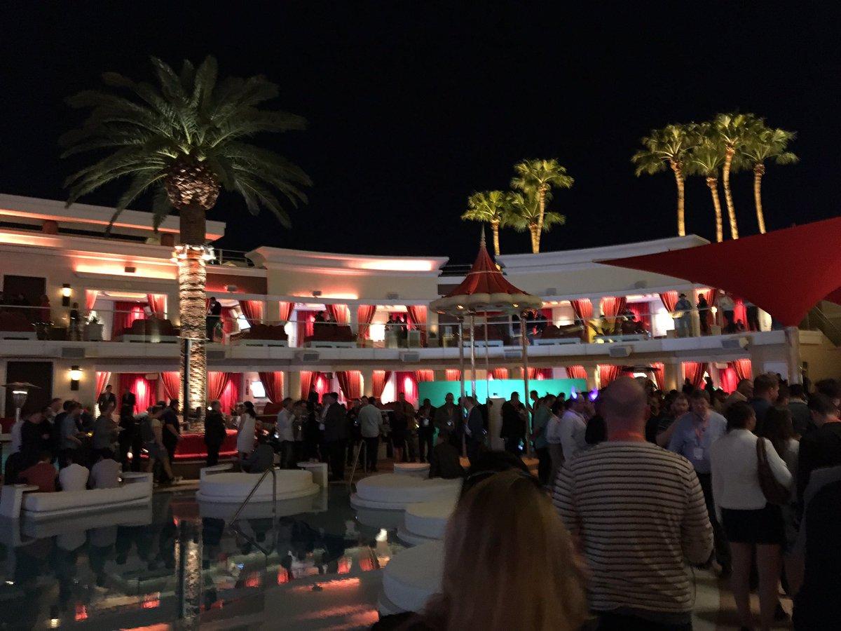 DigitalPianism: This is Vegas #Magentoimagine https://t.co/YMdynj5wtg