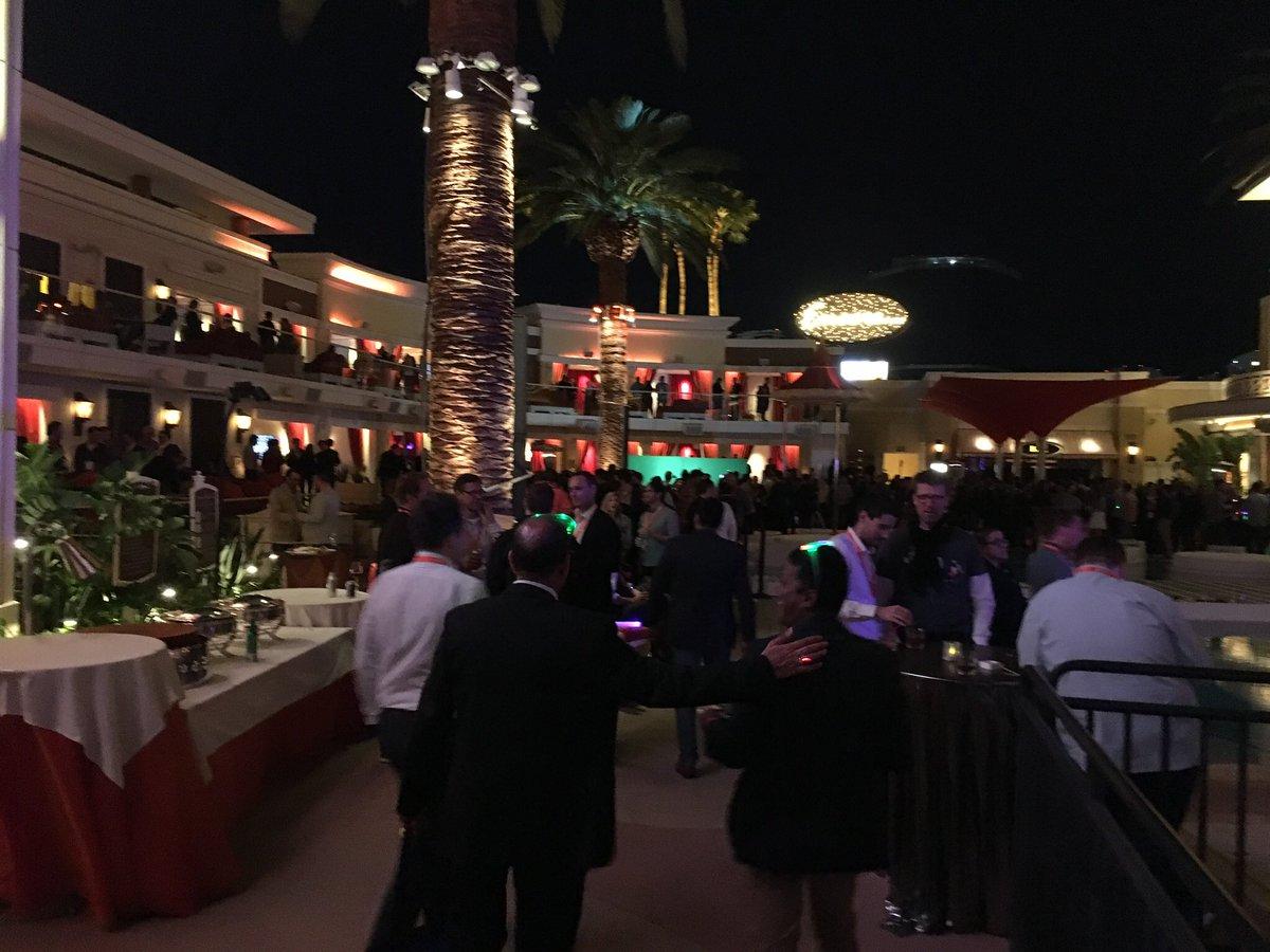 ministerofdata: Last night. Nerds having fun. #Magentoimagine #imagine2017 https://t.co/7z7WdKT0Dy