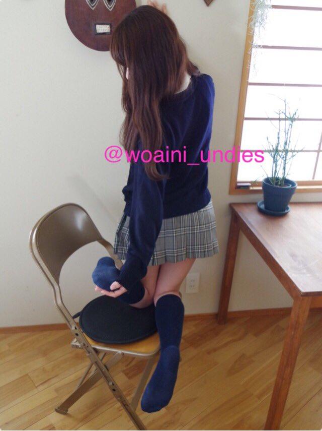 さて、コンイロノクツシタ(@konsoku )さんからもらった写真の中で何枚か私のお気に入りをば。。 衣装はお借りした物なんだけど着たらすごいJK感漂う感じで楽しかったw #フェチ #JK #靴下 #足裏 https://t.co/vU46g5ChHp