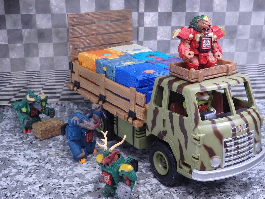一番相性がいい玩具は・・・ビーストサーガ!荷台にたくさんジップロットマシンを積むことが出来る。最高。#ビーストサーガ