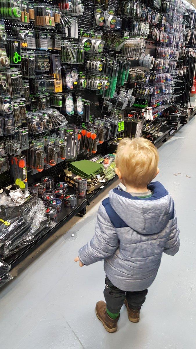 Start em young ...my boy helping with a few bits 🎣🎣🎣🎣<b>💪</b><b>💪</b><b>💪</b>ðŸ