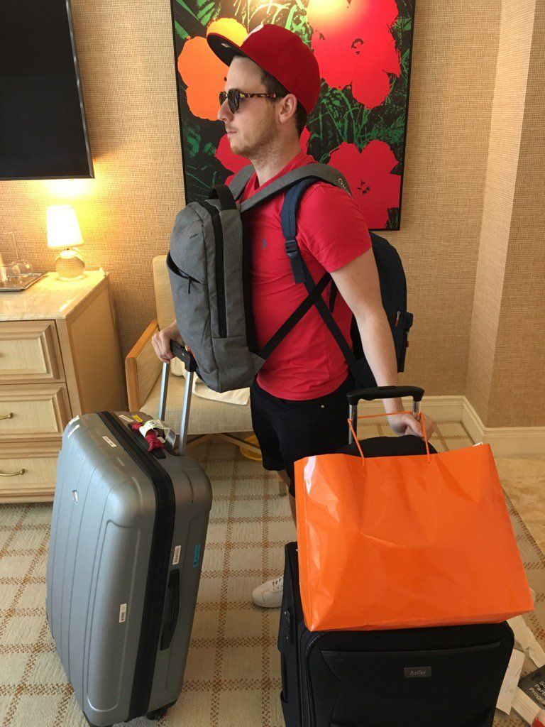 PinpointAgency: Paul being a good bell boy and carrying all the bags #Magentoimagine #magentoimagineinjuries https://t.co/HSIsJKAMuA