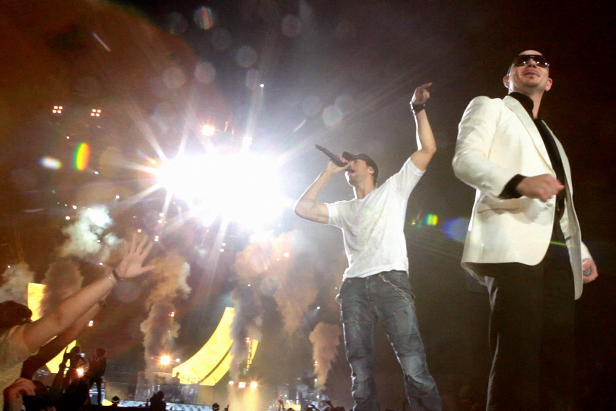 #TBT Getting ready to reunite onstage with @EnriqueIglesias #EnriquePitbullTour https://t.co/3KpJ8aorta