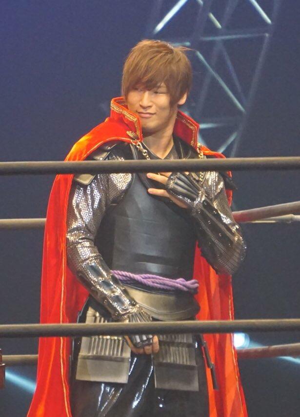 明日、やっと、織田信長でもなくタイガーマスクWでもなく飯伏幸太が見れる。