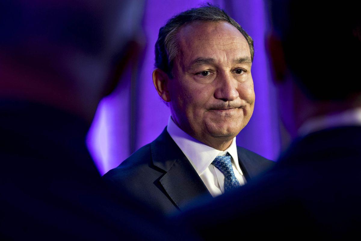 CEO Oscar Munoz