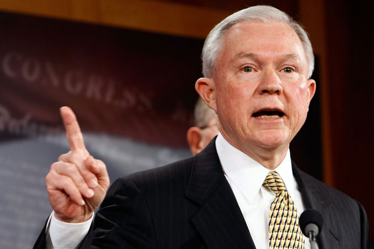 Justice Dept threatens sanctuary cities in immigration fight