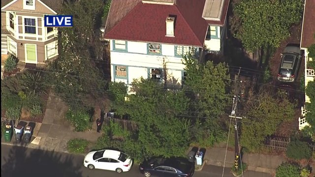 BREAKING Report of man with gun in #Berkeley prompts shelter-in-place https://t.co/z53UrdkRzn