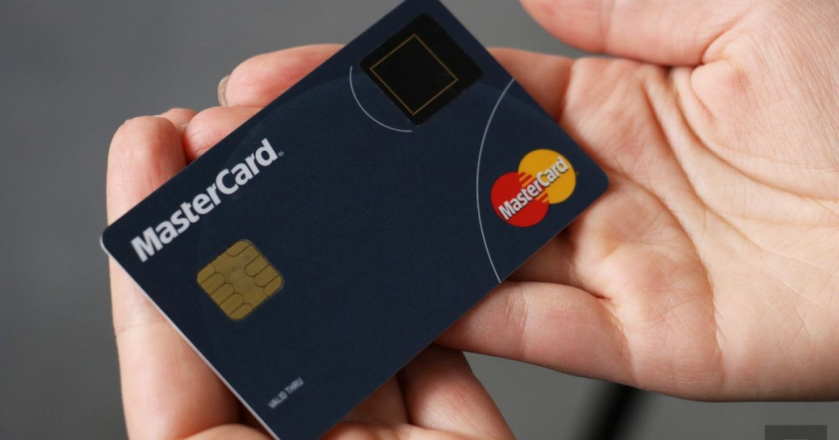 MasterCard adds fingerprint sensors to payment cards https://t.co/SHH9noFeJa https://t.co/EVHmlldyX3