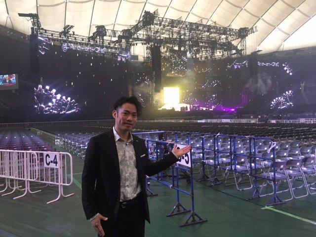 こんばんは。髙橋大輔です。  今回はL'Arc~en~Ciel(ラルクアンシエル)の東京ドームでのライブを取材しました。  人生初の東京ドーム、5万人を超える観客を飽きさせない数々の演出、 またドームならではの仕掛けが斬新でした。  お楽しみに!