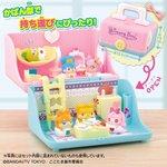 「アレンジいろいろ!さいほうばこのおとまりハウス」が全国の玩具店で発売中!持ち運びに便利なかばん型のハウス!家具や壁紙を