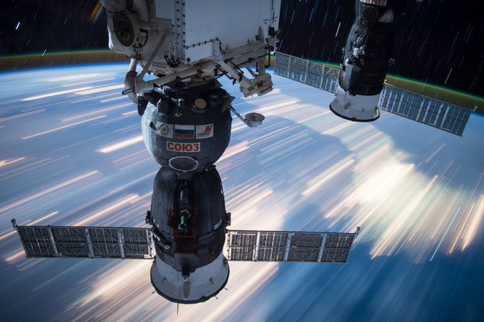 Watch @NASA TV now to see two Exp 51 crew members inside Soyuz spacecraft dock to station at 9:23am ET. https://t.co/qpyi2LM11l