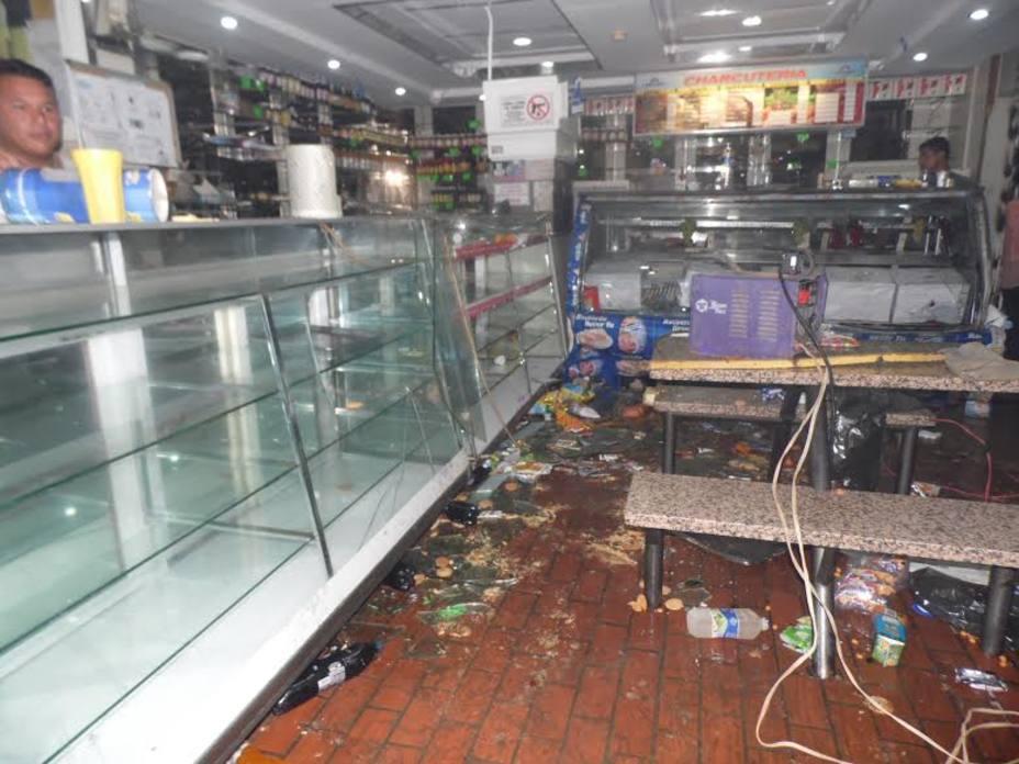 Habitantes de Barinas condenaron saqueos a establecimientos comerciales https://t.co/stPNT3umPu  https://t.co/vJaTJWmfbZ