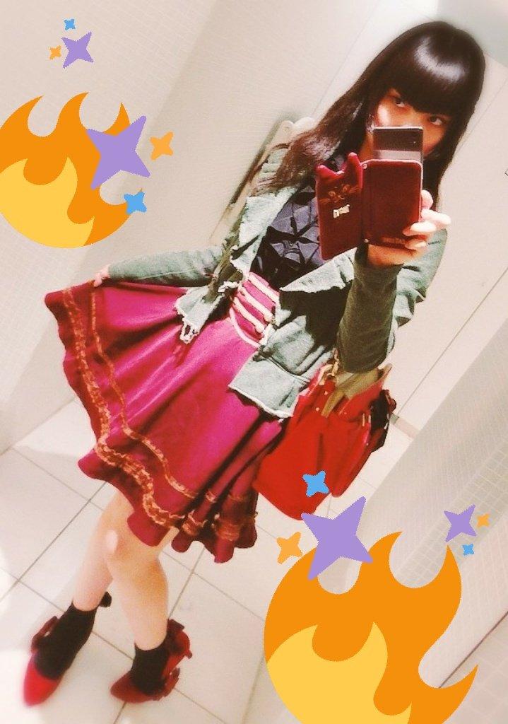 🌟自己紹介🌟魔界から電車で2時間、日本の首都にやって来た魔女っ娘吸血妃!三白眼どころか四白眼姫カットである科学ADVやロ