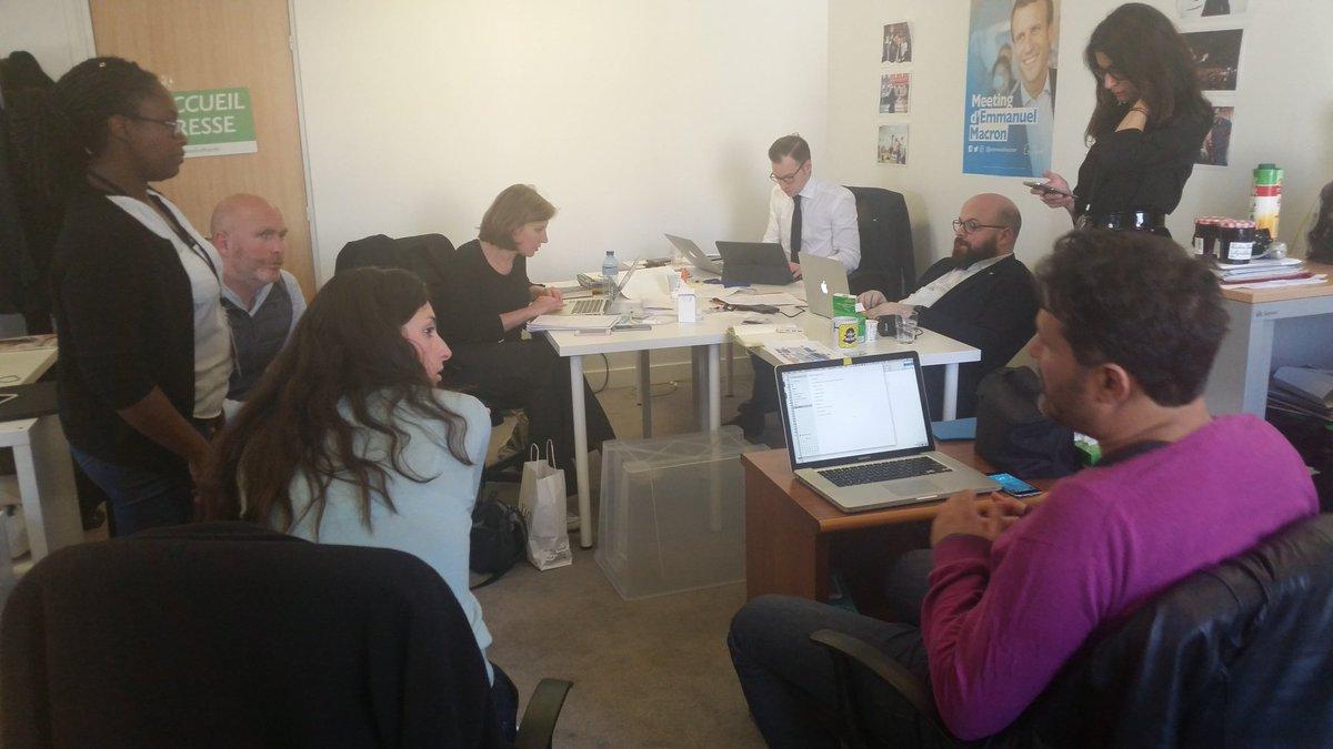 Coulisses @enmarchefr et autre image du jour Team presse/Team riposte . J -3  @SibNdiaye  @pierre_lt