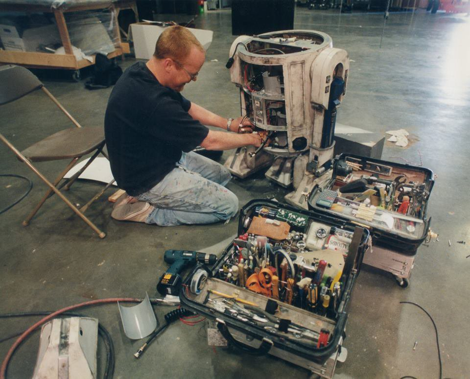 Working on the ORIGINAL #R2D2! You can see the smile I'm failing to suppress. https://t.co/pkO80DoTWu