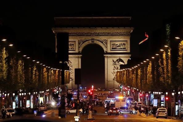 Isis rivendica attentato #ChampsElysees #Parigi