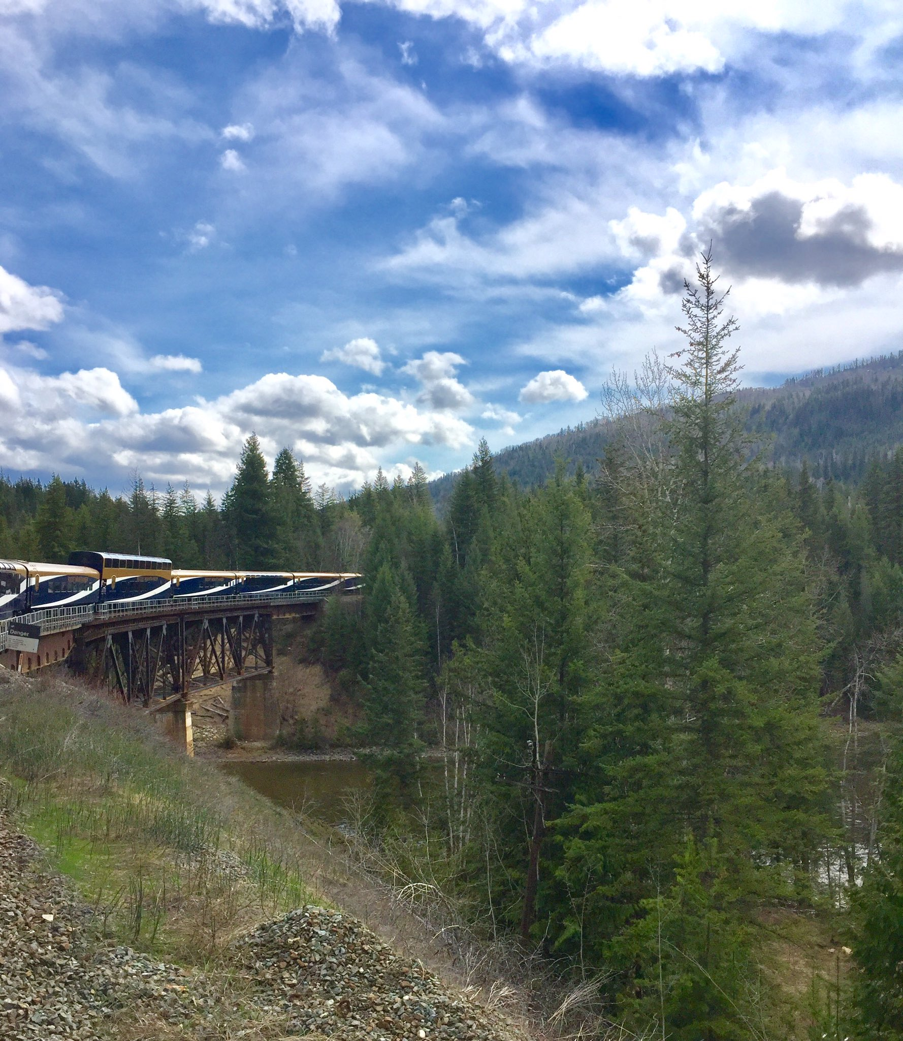 Carved through otherwise inaccessible terrain in the #CanadianRockies is the #iconic #RockyMountaineer https://t.co/N2nn5Umz84