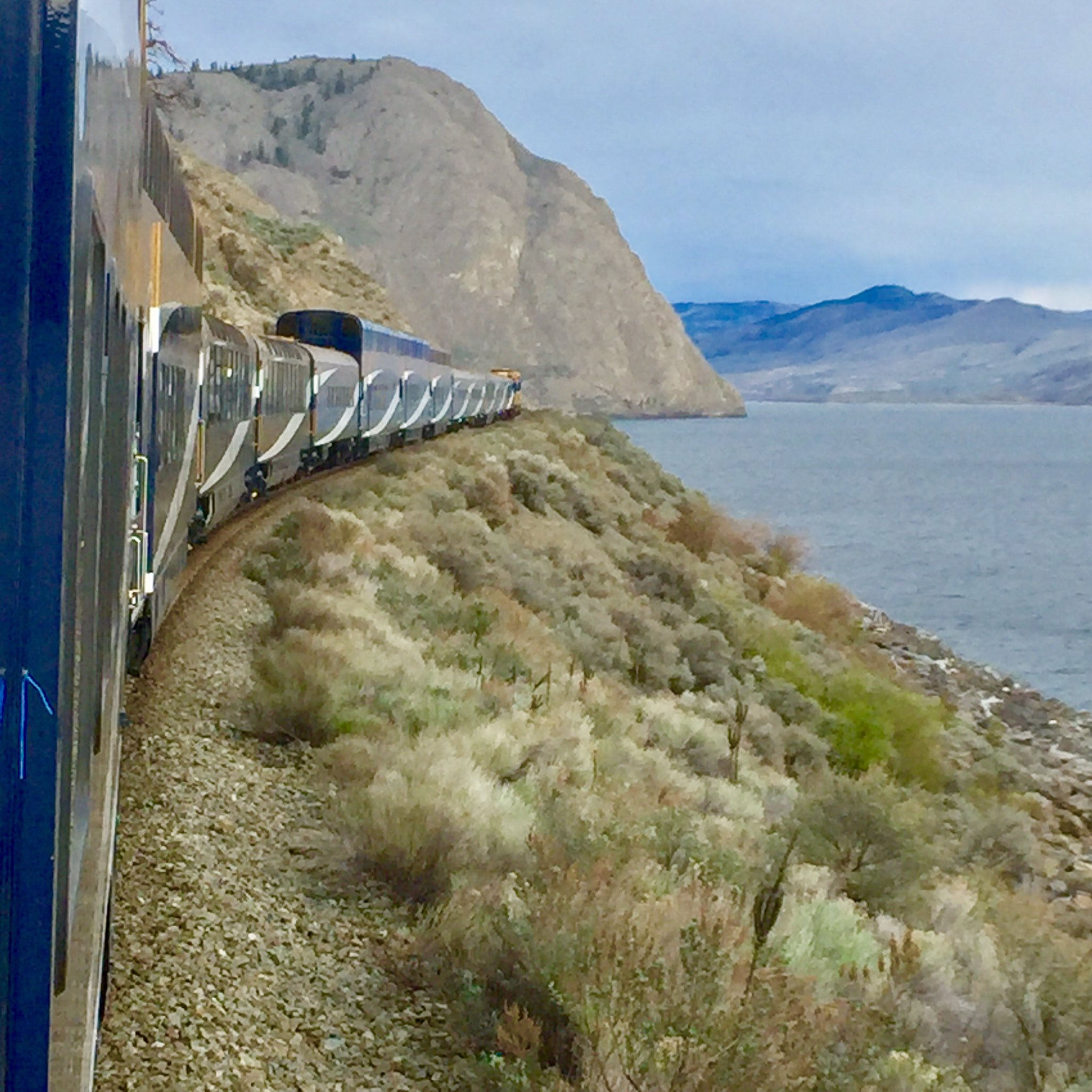Guess what my job is aboard the #RockyMountaineer? To indulge in the most luxurious journey I've ever experienced! #travel https://t.co/3QgNGGRodv