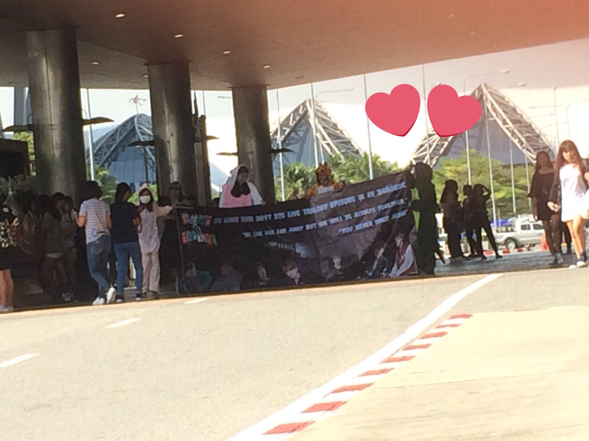 ป้ายต้อนรับบังทันค่ะ �� #THEWINGSTOURinbangkok #WelcomeBTStoThailand https://t.co/pRSLST0yLg