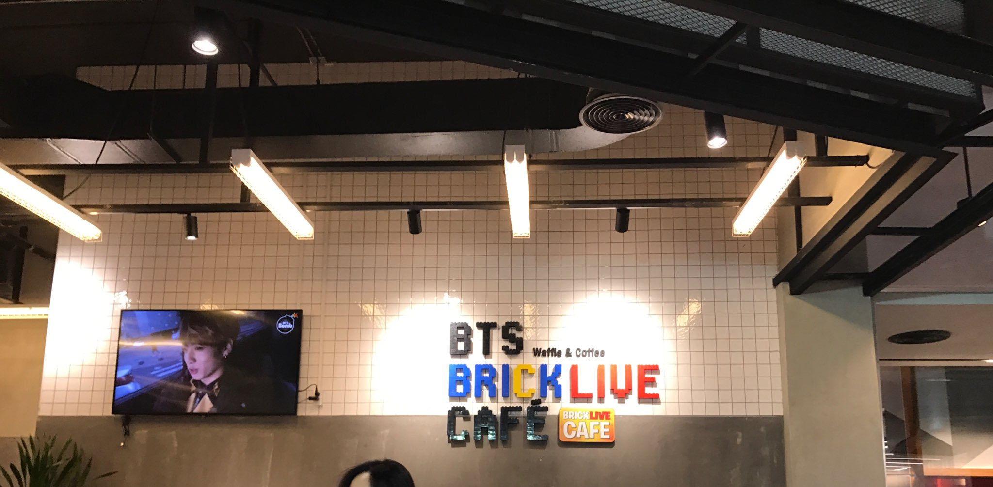 ☺️�� #JIMIN #BTS_Brick_Live_Cafe https://t.co/0oiTw14QZR