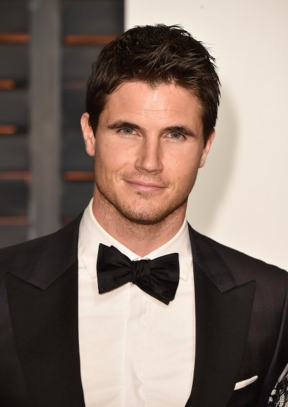 Happy Birthday Robbie Amell
