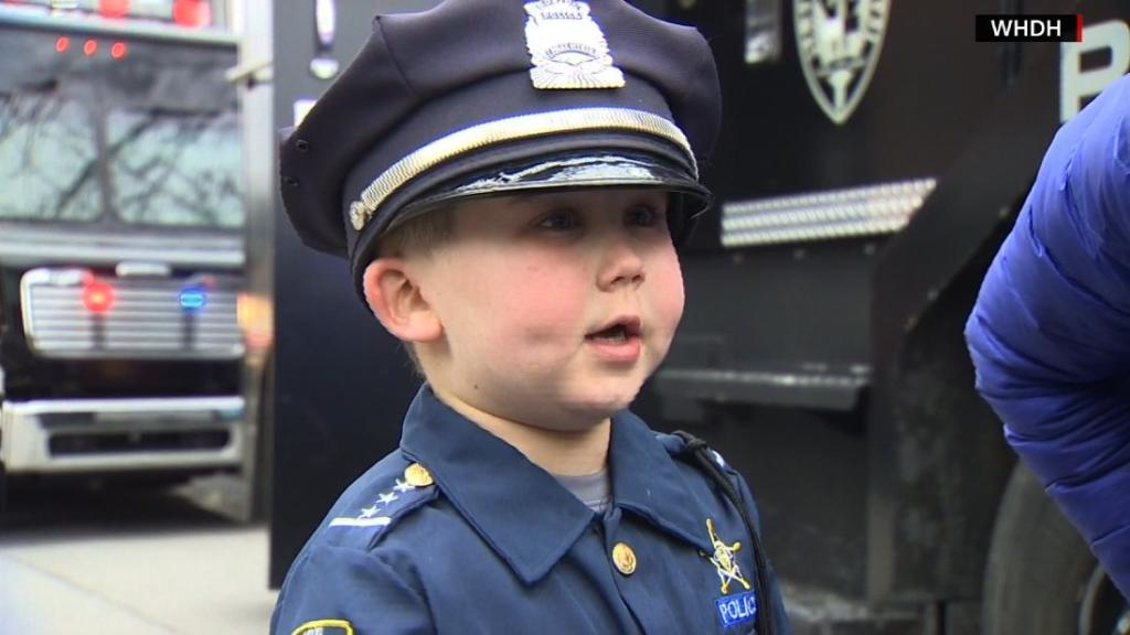 Massachusetts police rally around boy battling cancer. Mom: 'He always loved heroes.' https://t.co/B44OrL1Rvj https://t.co/FI02T9n7AZ