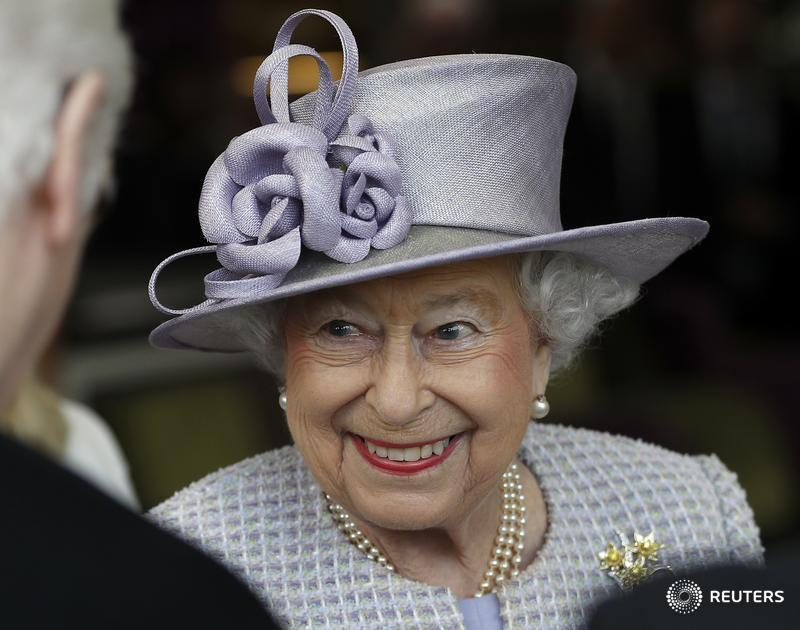 Queen Elizabeth celebrates 91st birthday: https://t.co/Q4JFa4TKxZ https://t.co/mCBjEtfoBn