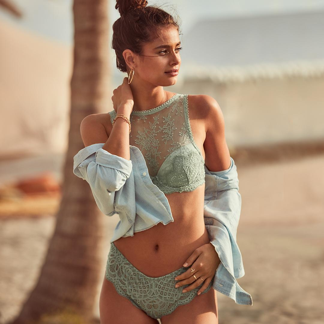 All dressed up & ready to show: the Lace Demi Bra. #SummerLikeAnAngel https://t.co/JOUp8sv6Z4 https://t.co/doFAx8a33b