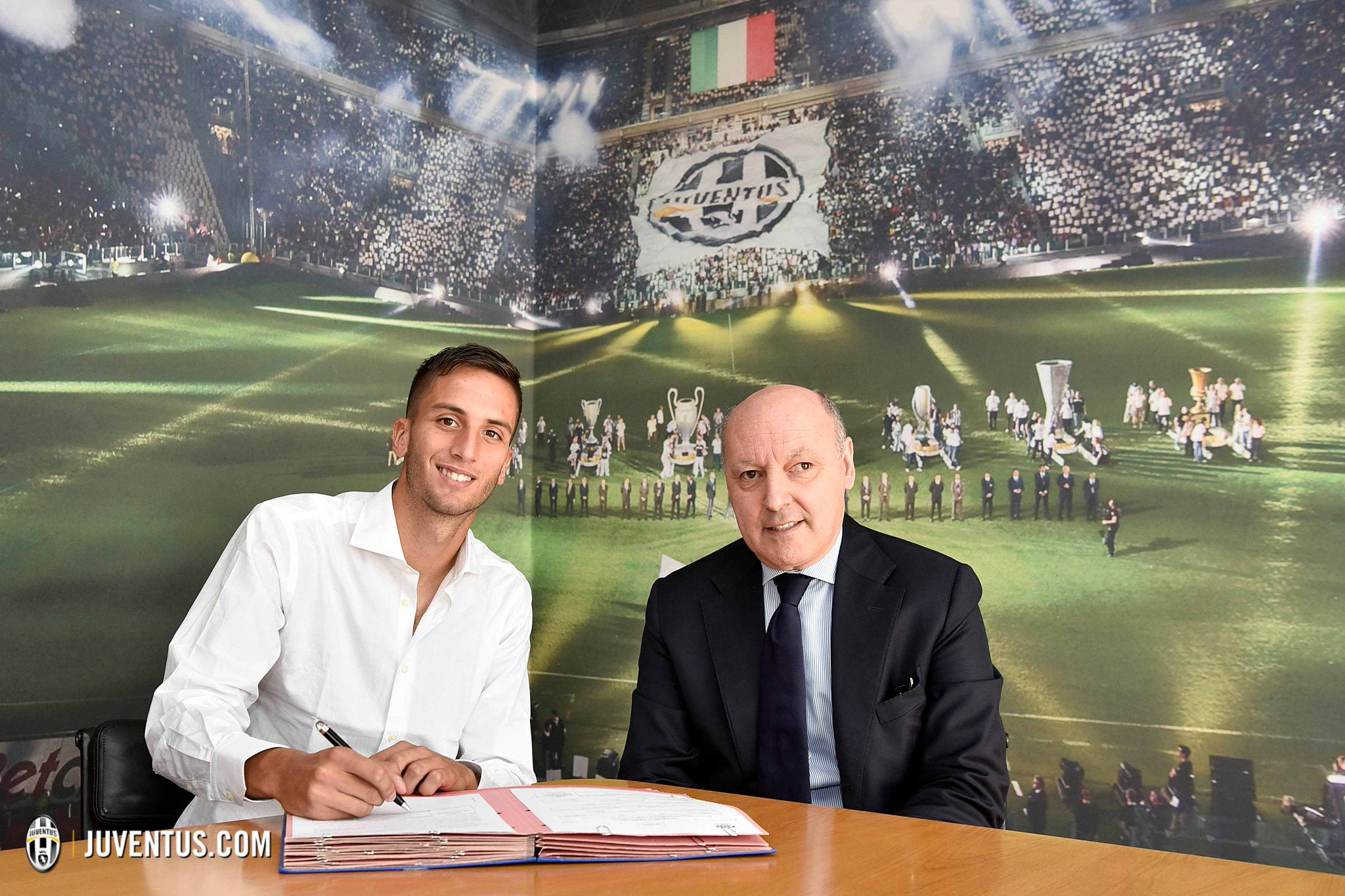 UFFICIALE: Rodrigo #Bentancur è bianconero! https://t.co/J7o1g4Ixlu https://t.co/ym5y4HshDW