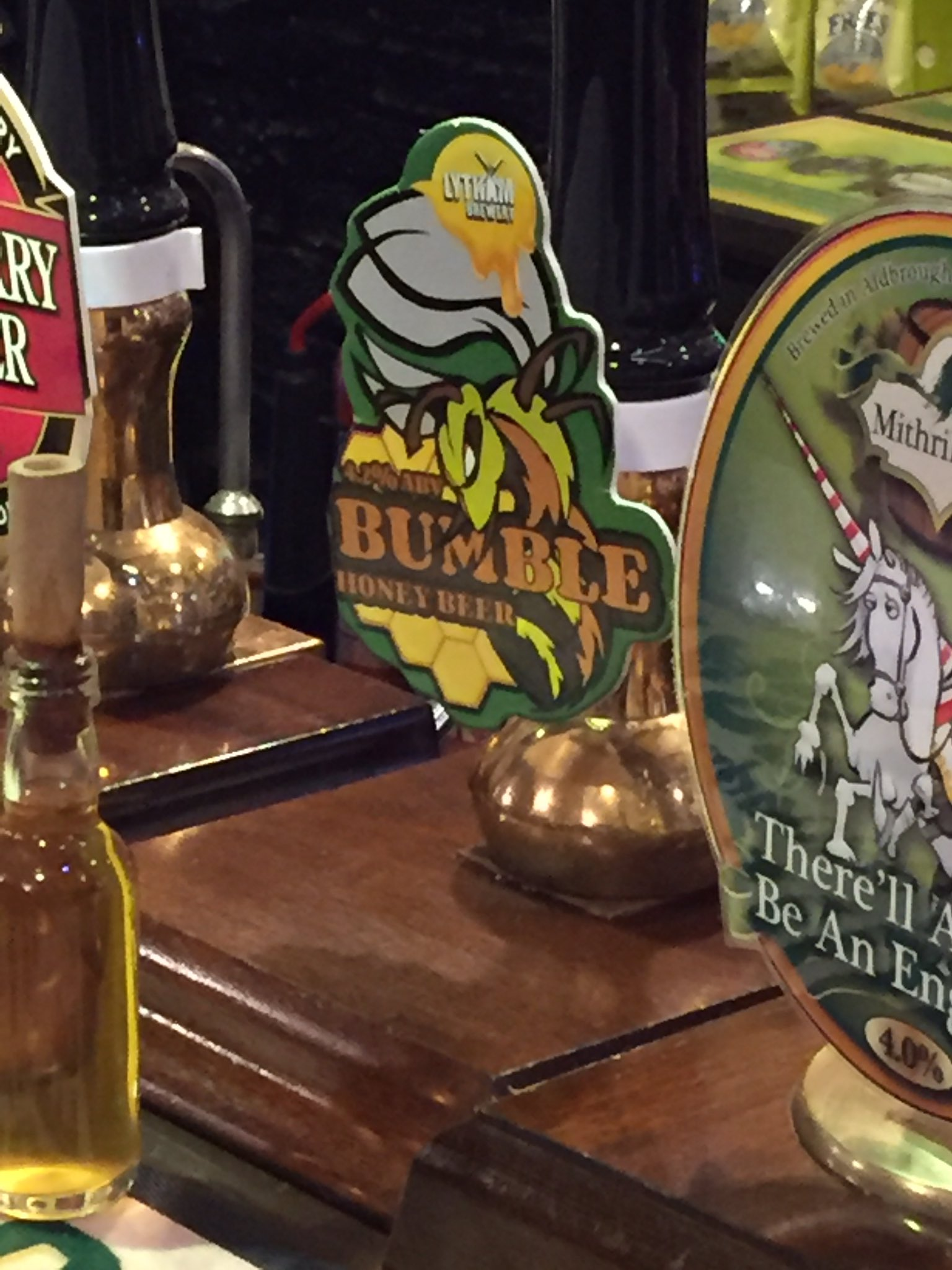 Recommended: Bumble honey beer in @TheQuakerhouse - goes down a treat. https://t.co/Arl8PfO6Vd