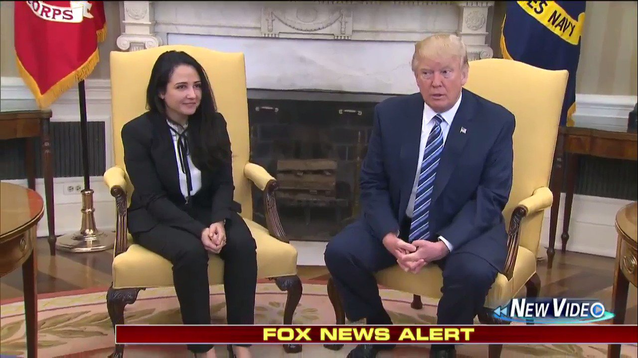 MOMENTS AGO: @POTUS meets with Aya Hijazi, woman freed after 3 years of detention in Egypt. https://t.co/mTwAdlx3QV https://t.co/zb239zCxAo