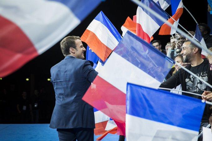 Il y a eu dans ses meetings des drapeaux français pour une France Forte au sein d'une Europe Forte   Photographe officielle @soazigdlm