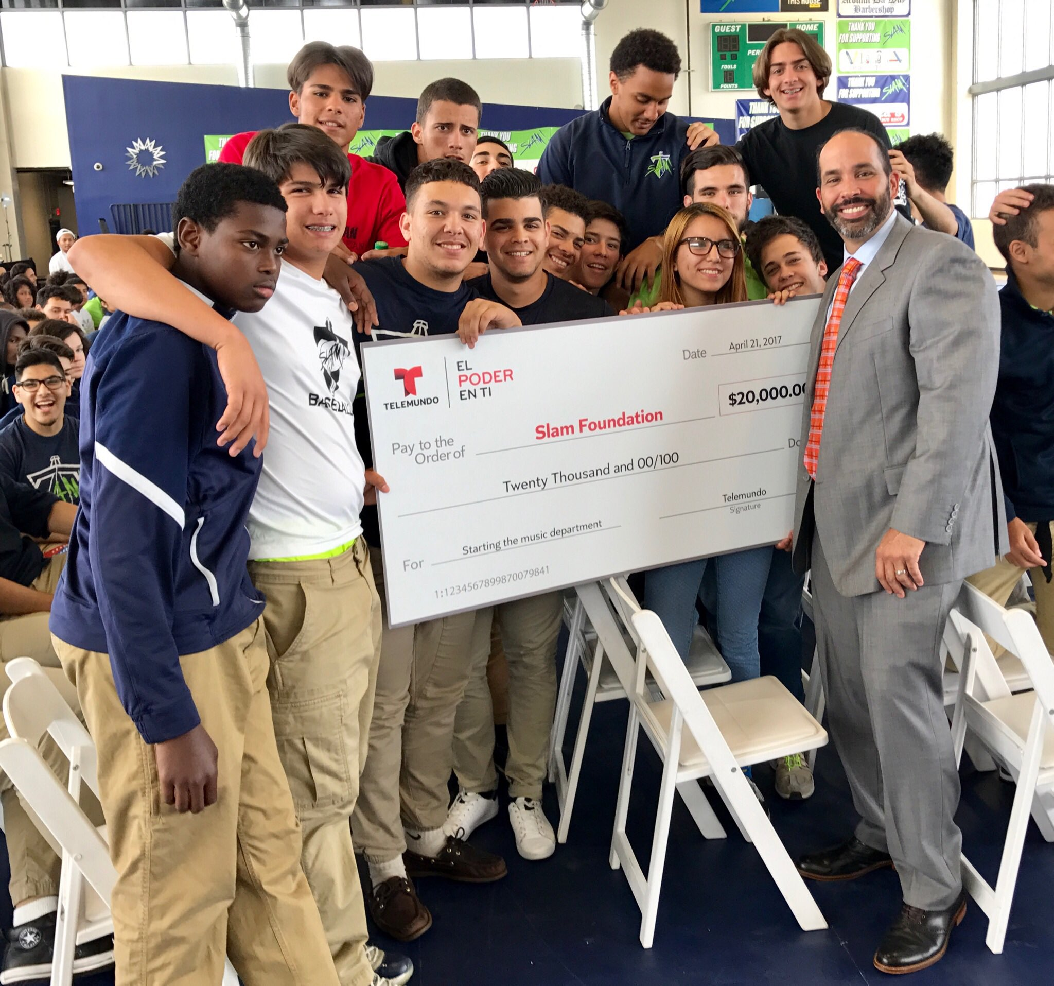 Thank you @telemundo for the support and donation to start up our @slammiaofficial music academy, Dale! #SLAMMiami https://t.co/cOmNvNNHlC