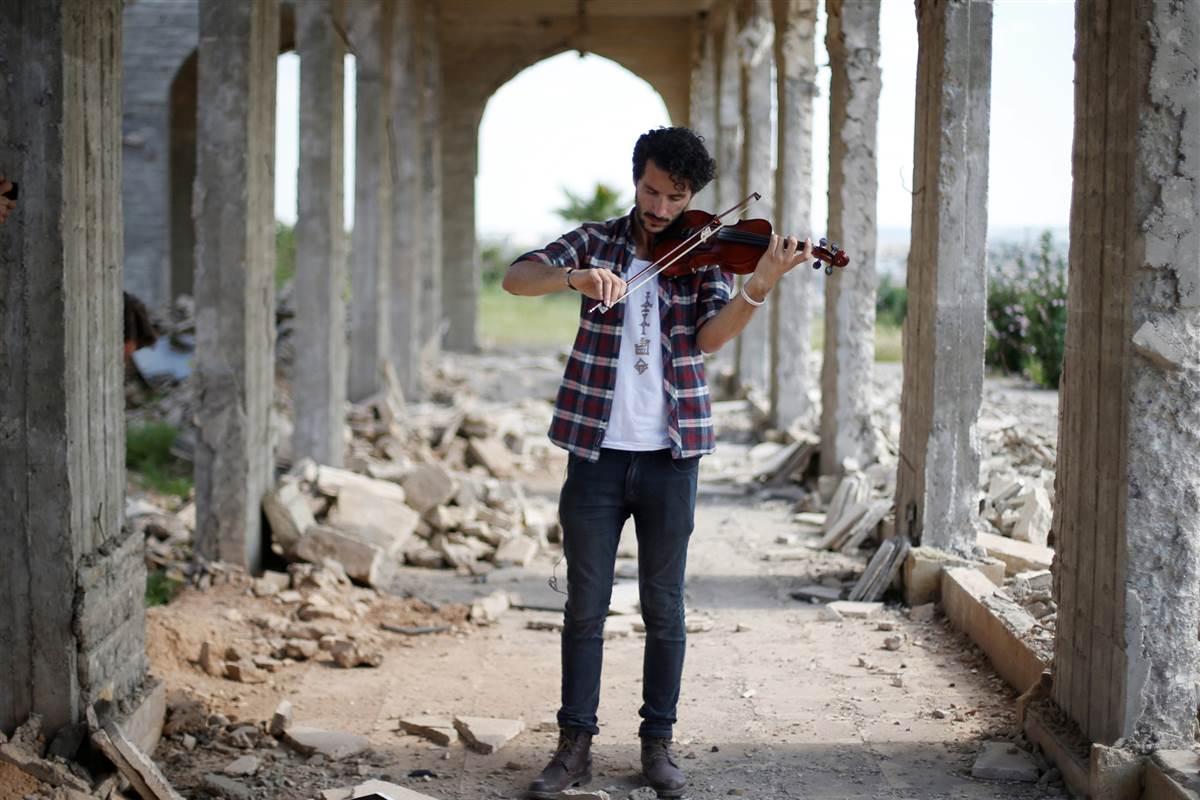 This Iraqi violist plays in Mosul as troops battle ISIS. https://t.co/8k9BbTLGlT