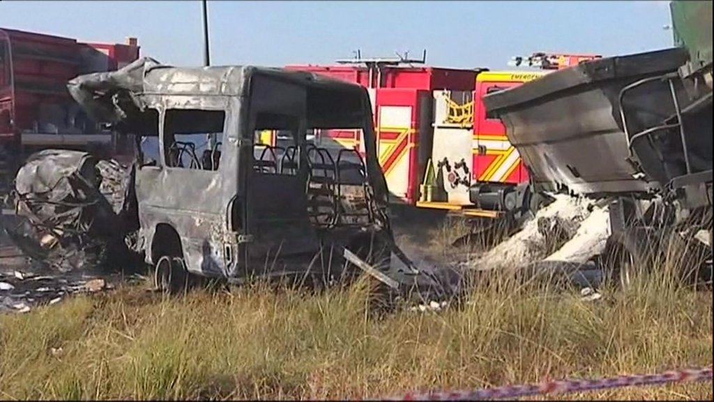 EYE ON AFRICA - South Africa : 20 children killed in a bus crash near Pretoria
